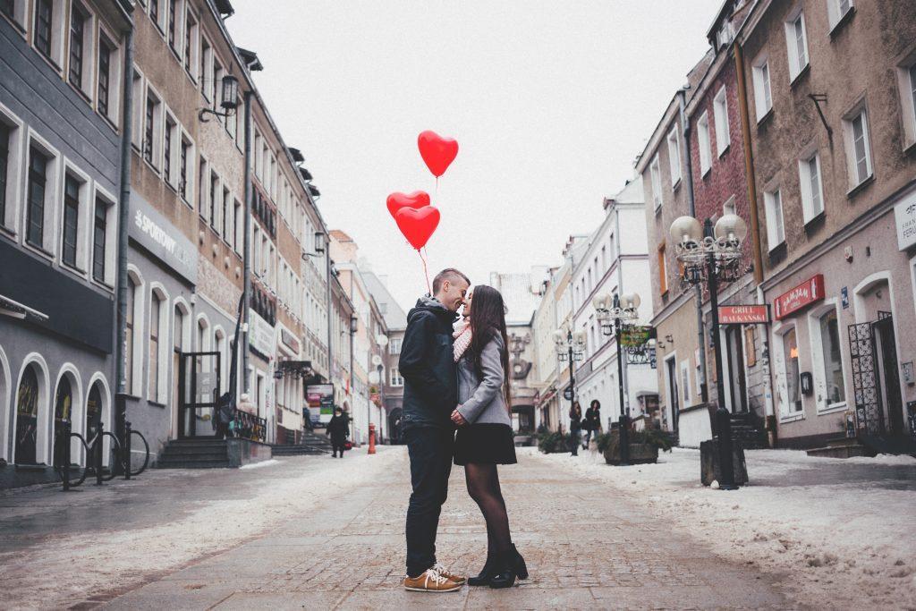 Durch den Vibee-Bereich der Dating App werden unseriöse Anfragen oder Belästigungen ausgeschlossen.