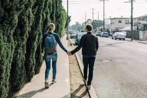 Tinder sieht sich selbst als Wegbereiter für Beziehungen welcher Art auch immer