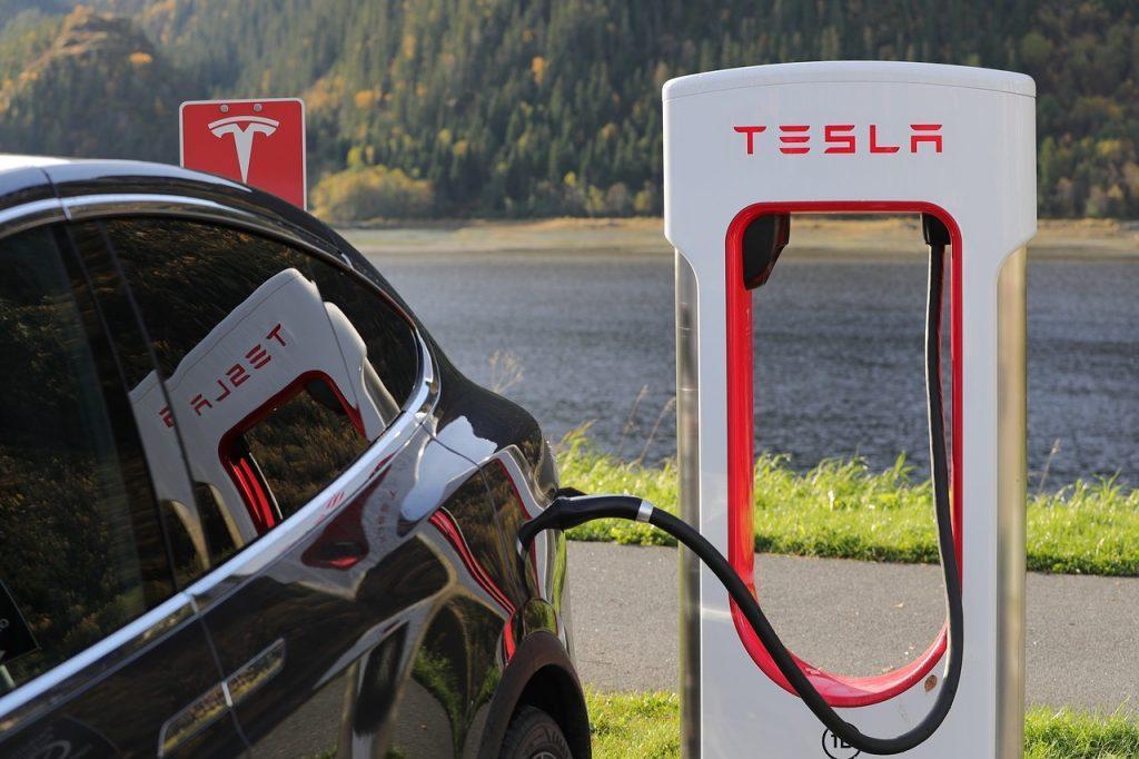 Selbstfahrende Autos wie Tesla sind die Zukunft, an der Tencent teilhaben will