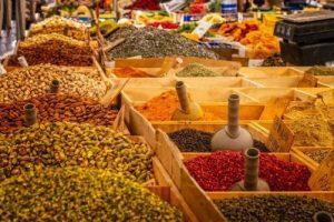 Überblick über Markt und angepriesene Lebensmittel